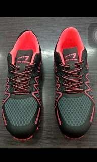 Line 7 spikes running shoe