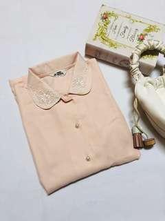 [6]春裝日本購入日本製復古古著娃娃領Lace邊刺繡花邊珍珠鈕扣恤衫上衣返工衫Vintage