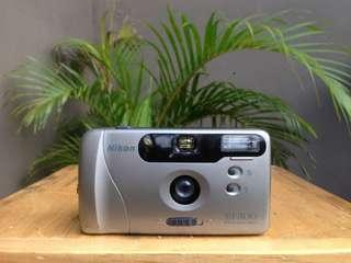 Kamera Semi Analog Nikon EF 300