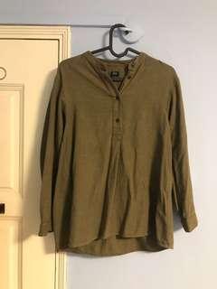 🚚 Uniqlo Olive Long sleeve shirt