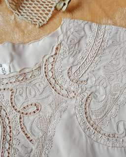 Embroidery nude top