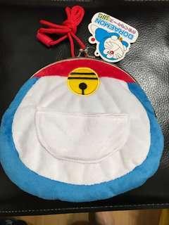 🚚 哆啦A夢日本帶回珠扣口袋造型側背斜背包童包