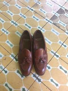 NEGOTIABLE Brown Bostonian Shoes