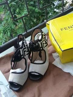 FEND* Shoes Jual Cepat Rugi Murah Broken White Putih