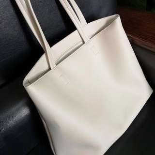 🚚 Classic Leather Tote Bag