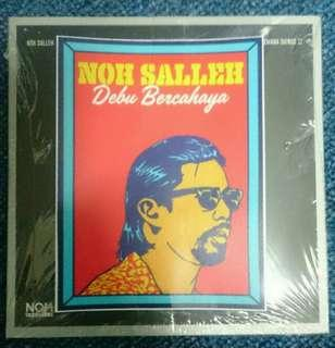 Noh Salleh - Debu Bercahaya Single with sticker
