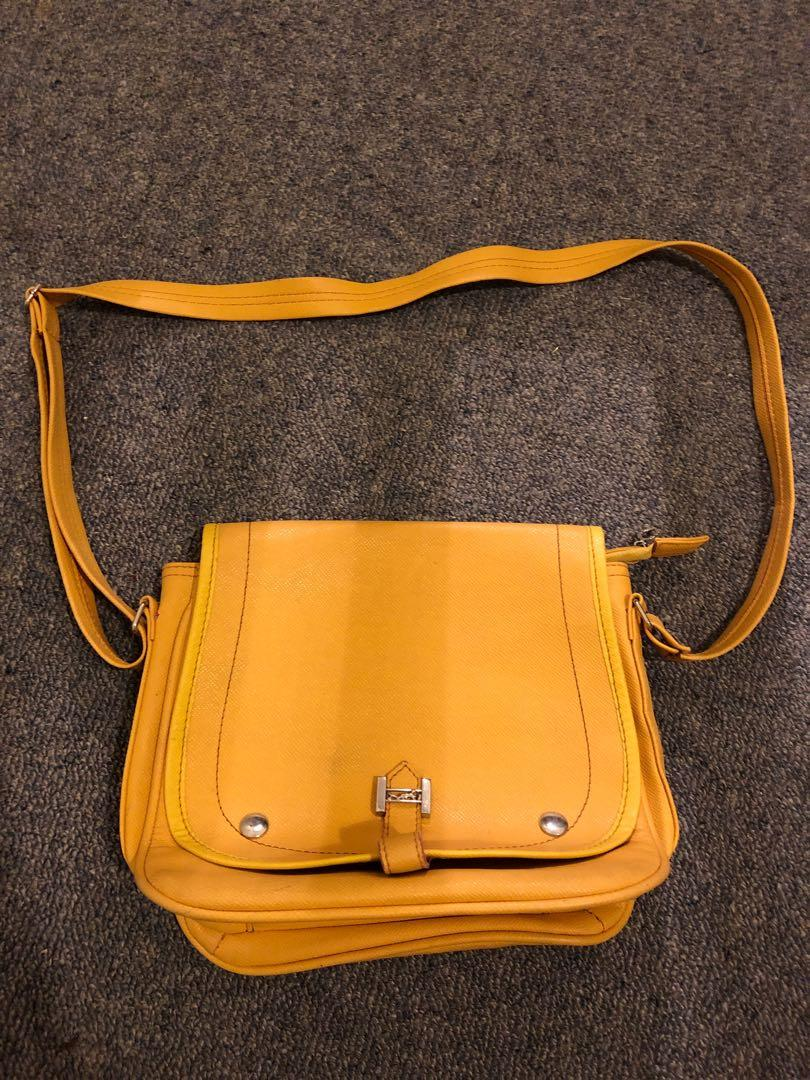 A fabulous yellow slingbag