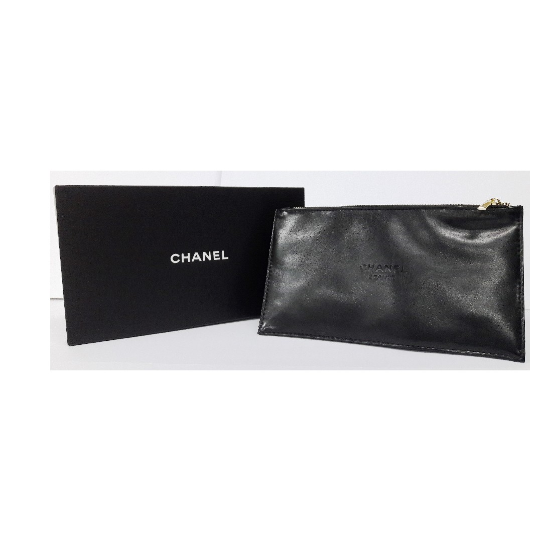12adbc7cc4de Authentic Chanel Beaute Black Faux Leather Cosmetic Pouch (Limited VIP Gift),  Barangan Mewah, Beg dan Dompet di Carousell