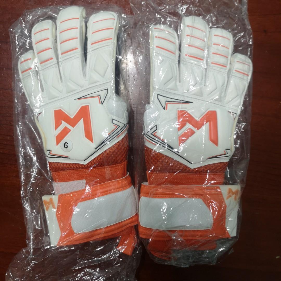 a91c16a1f BNIB) Junior Goalkeeper Gloves (Size 6), Sports, Sports Apparel on ...