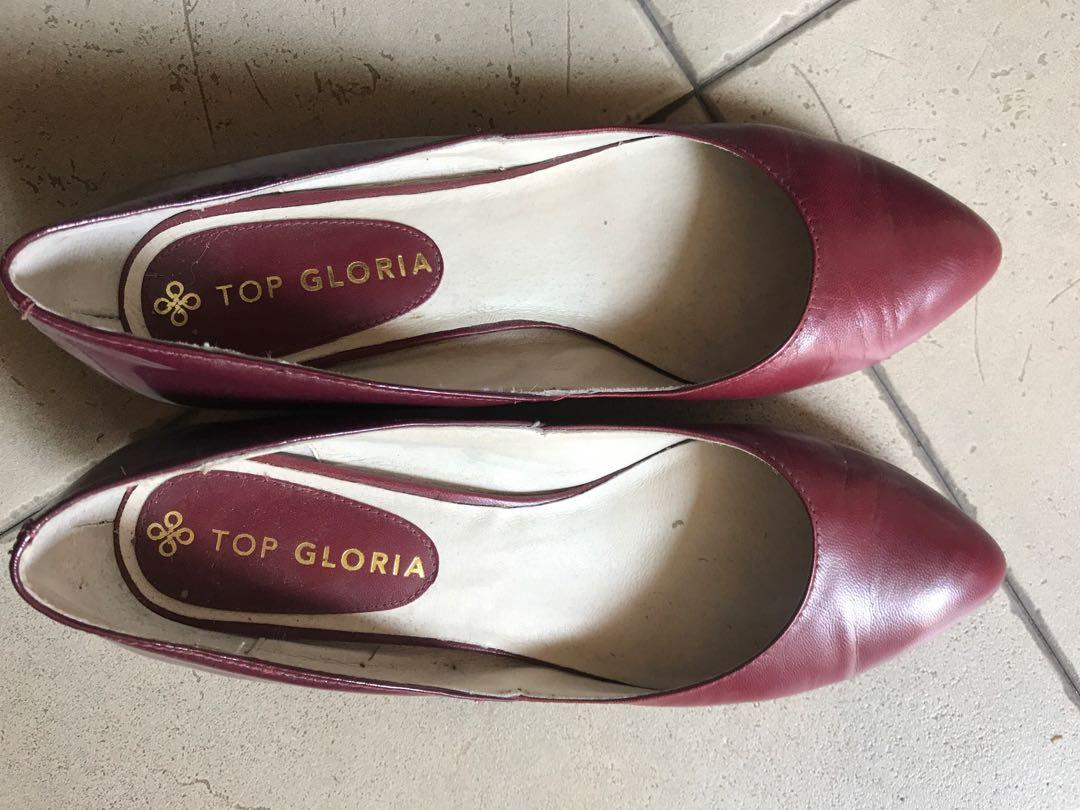Red flat leather shoes