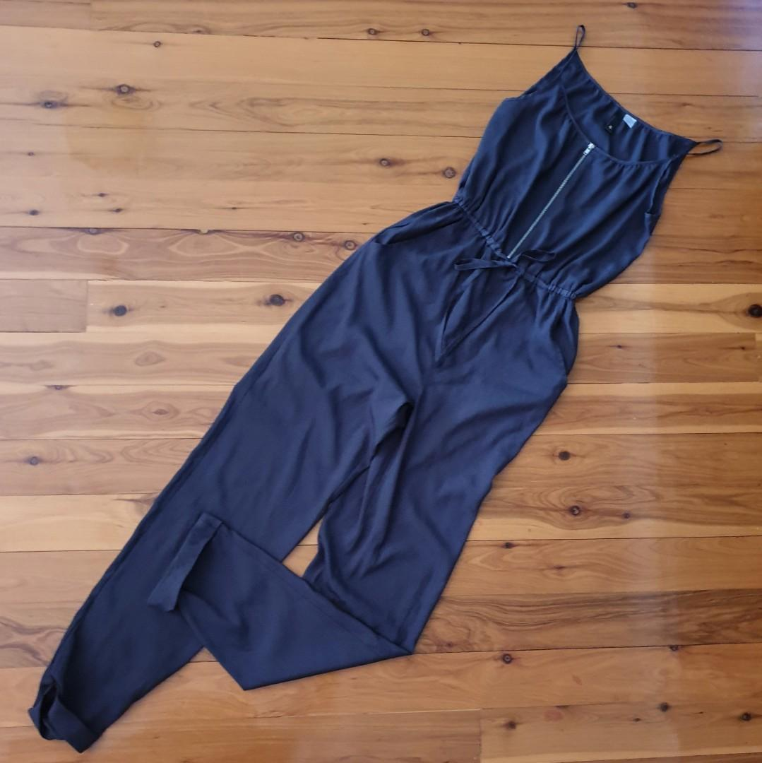 Women's size 4=8 'DIVIDED BY H&M' Gorgeous charcoal jumpsuit with pockets-AS NEW
