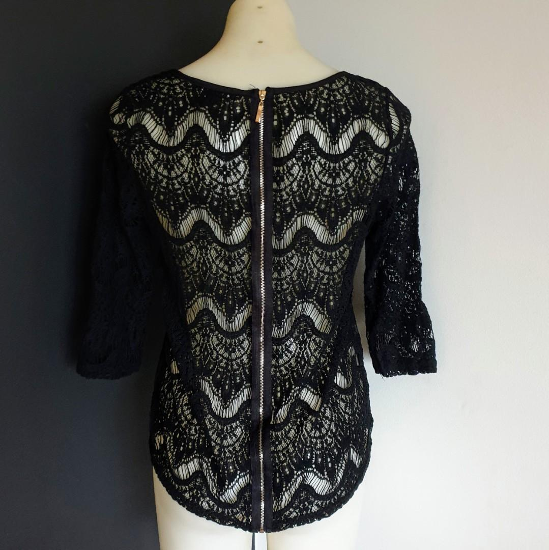 Women's size L 'FOREVER 21' Stunning black lace long sleeved top exposed zip - AS NEW