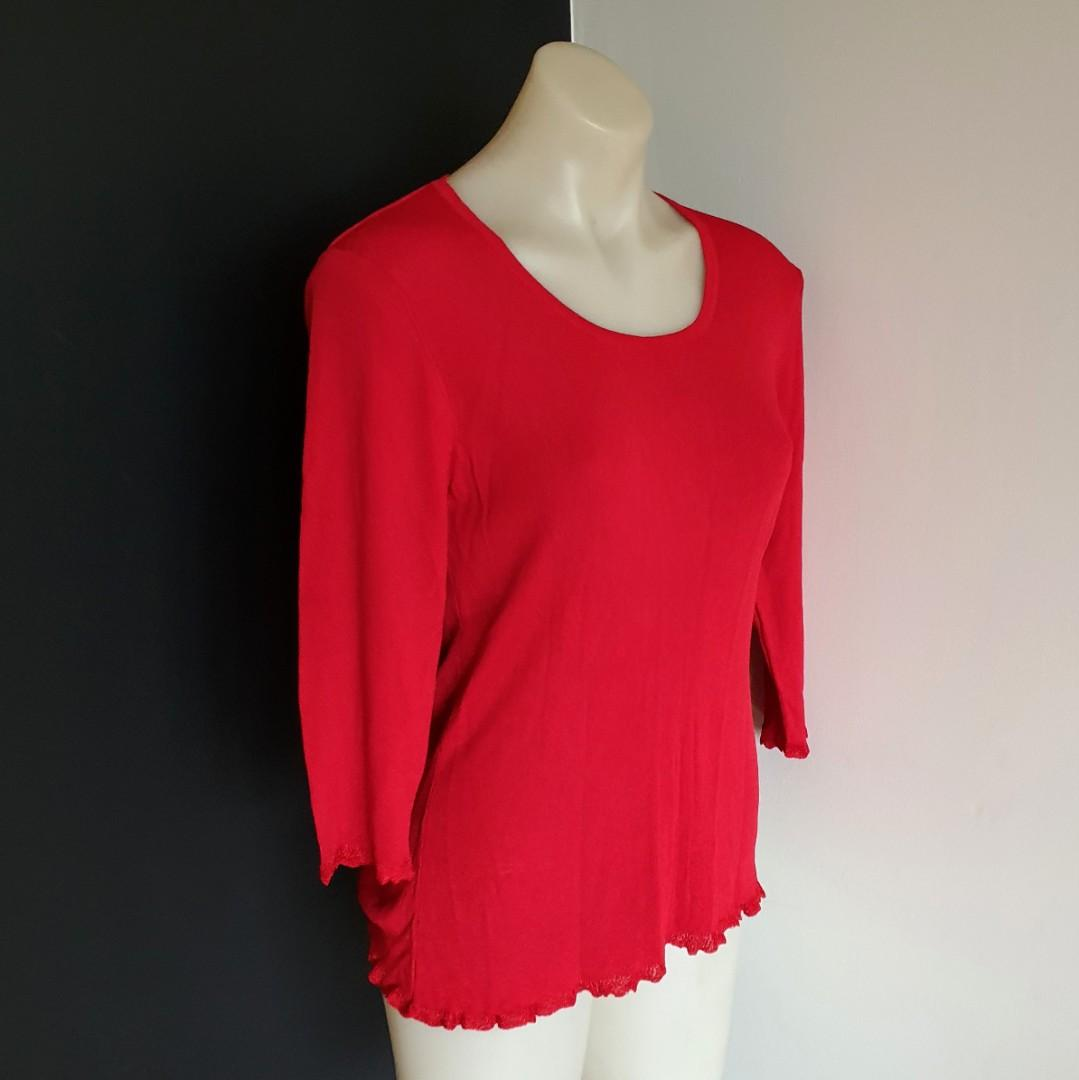 Women's size M 'BEST' Stunning scarlet red 3/4 sleeve knit blouse top - AS NEW