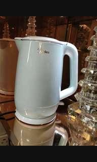美的1.7公升糖果色電熱水壺
