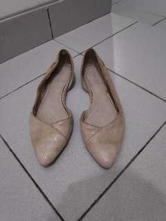 Cream plain flat shoes