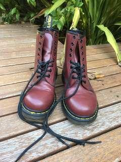 Doc Martens sz 39 cherry red