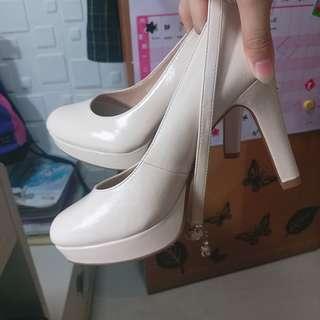米色高跟鞋 10cm