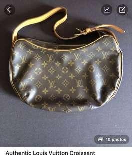 Good Deal Alert❗️ Louis Vuitton Croissant
