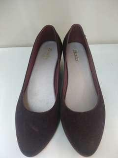 Sepatu wedges bulugru coklat