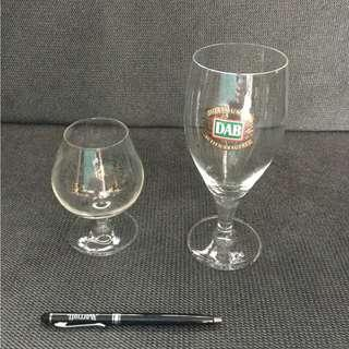 2 different wine glasses