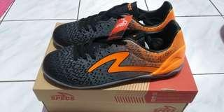 Sepatu sport SPECS PHOTON IN - BLACK/DARK COOL GREY MANGO ORANGE SIZE 45