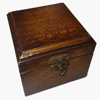 🚚 古董木頭盒