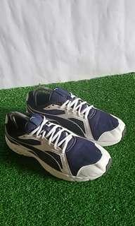 Sepatu lari puma axis v3