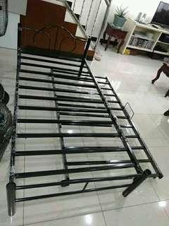 Bedframe with pullout 36*36