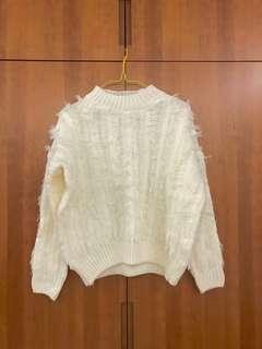 米白色冷衫 White Sweater