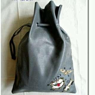 🚚 (全新品) 香港專櫃品牌 ebase 竹藤編織 灰色仿皮革包 防水