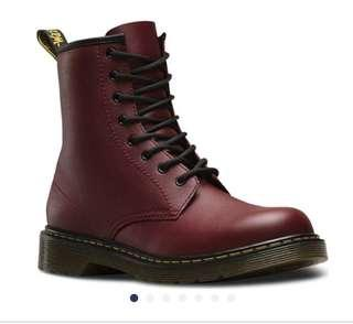 🚚 Dr. Martens馬汀童鞋Delaney 8 Eye Side Zip Boot - Junior(Children's)