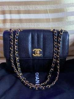 🚚 Chanel vintage small flap bag