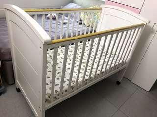 🚚 Wooden baby cot