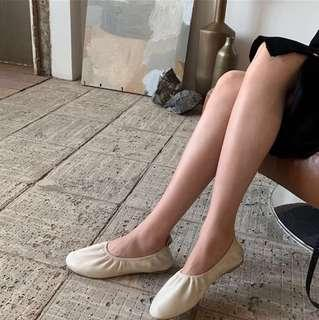 🚚 Ivory Leather Pumps
