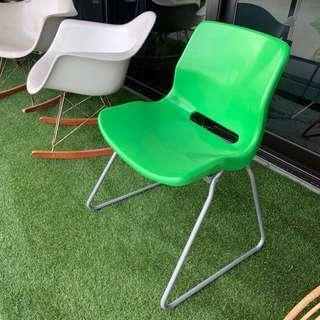 壓克力塑膠綠色椅子一張