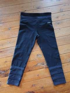 Lorna Jane 3/4 medium black tights