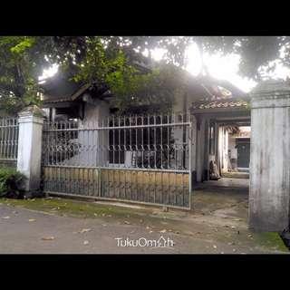 Jual Rumah Munjul Cipayung Jakarta Timur Dengan Halaman Luas dan Rindang dengan pepohonan, Carport Masuk 2 mobil