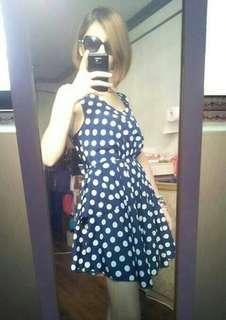 🚚 二手 深藍色大圓點 露背洋裝 材質是緞面滑布