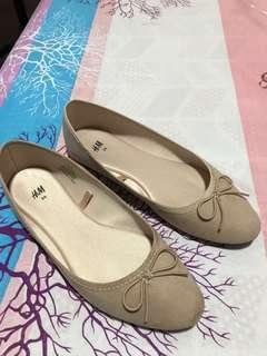H&M NUDE FLAT SHOES