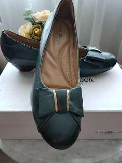 BN Olive Green LUCCA VUDOR Leather Ladies Shoes