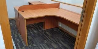 🚚 Office l-shaped tables and chairs
