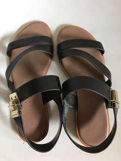 Uzzlang Charles & Keith leather sandal (size35)