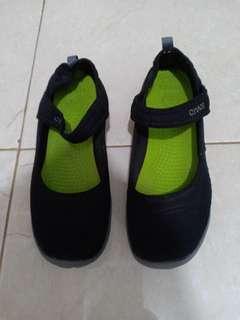 Crocs Sepatu sekolah