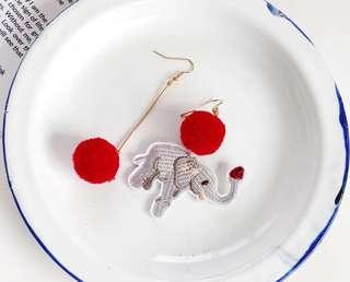 包郵 大象毛毛波耳環 (耳針)