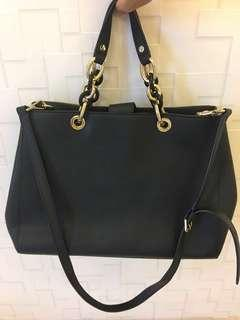 Authentic White and gold chain Michael Kors Bag (large)