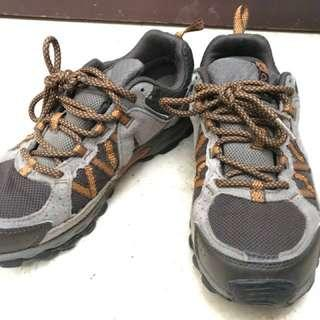 Columbia brown hiking shoes  sneakers 啡色行山低筒鞋