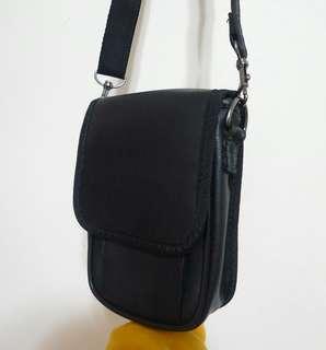 🚚 黑色肩背包 相機包 隨身包