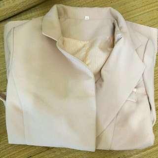 大特價了全新韓國帶回正韓金扣名媛氣質修身小墊肩西裝外套~有小瑕疵
