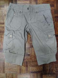 BRANDED Cargo shorts for Women, knee length , barely used