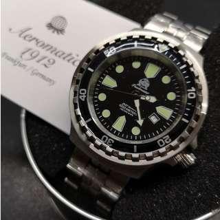 Tauchmeister 1000m 德國深潛腕錶 - T0267M (綠點斜日曆)